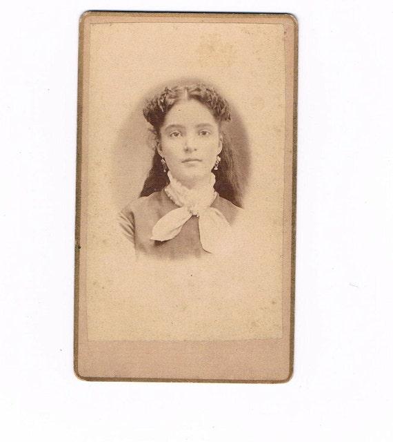 CDV Carte De Visite Photograph of an 1870's Young Woman, Muscatine Iowa