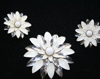 White and Silvertone Flower Brooch and Earrings Set Sarah Coventry