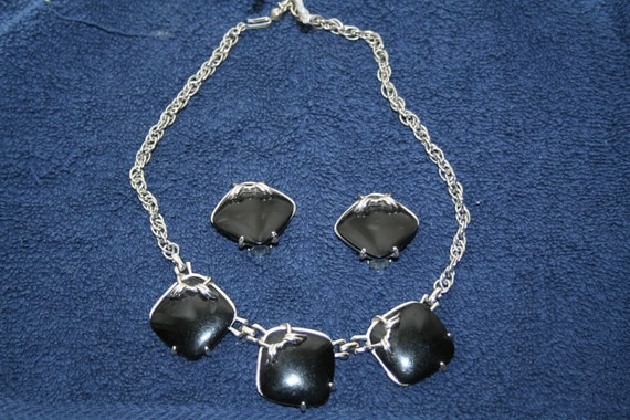 Black Stone and Silvertone Necklace and Earrings Clip Ons Vintage Retro