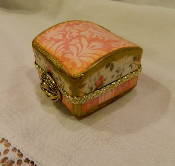 re gifting box altered art altered jewelry box Heirloom keeper vintage inspired pink and green rosebuds presentation box