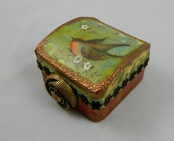 Darling altered jewelry box robin and flowers gift box presentation box re gifting box bird fully lined with vintage button