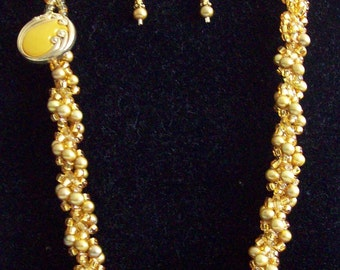 Golden Pearls Spiral Necklace with Earrings