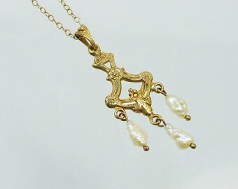 Classic 14K Gold and Pearl Lavalier Pendant