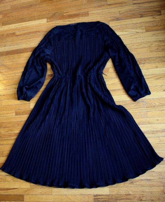 Black Lace Vintage Size Large Cocktail Dress