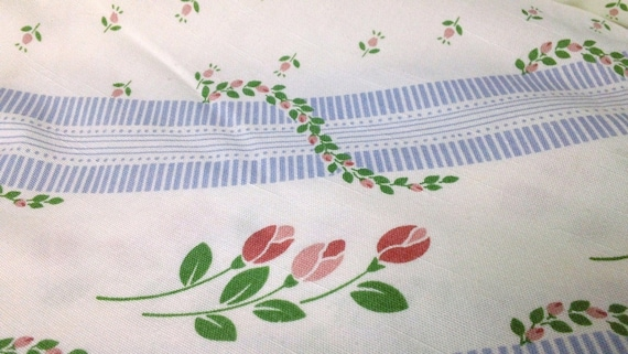 Vintage Round Tablecloth Shabby Cottage Chic Periwinkle Pink Rose Bud On White Cotton