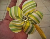 Ribbon Flower Headband / Awesome Chic Flowers...  Is it a magnet, hairclip, or a headband.  You tell me.