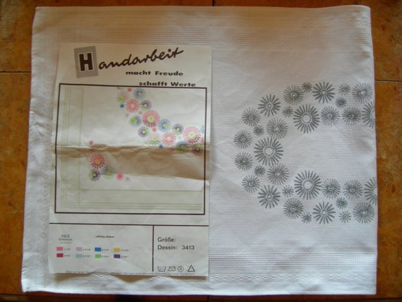 Lovely Vintage Spring Embroidery Stamped Flower Fabric Table runner for Handembroidery
