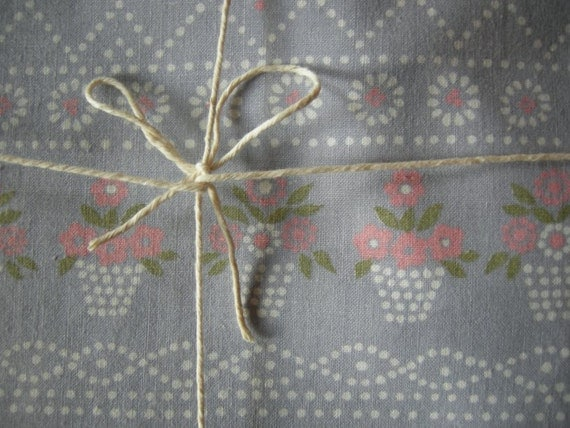 Lovely 80ies Spring Vintage Flowerbasket Rustic Folk Fabric for sewing from Germany/ Large Piece