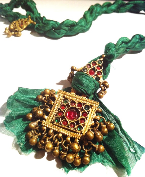 Green Silk Antique Silver Ottoman Necklace