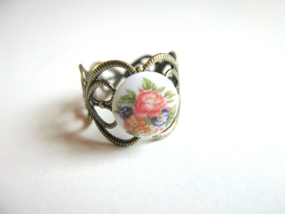 Vintage Victorian Rose Bouquet Cocktail Ring Round Glass Cameo Adjustable Floral Ring