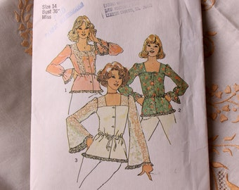 70s Sewing Pattern -  Simplicity Three Peasant Blouses Pattern 7233 Uncut - Square neckline Bell Sleeves
