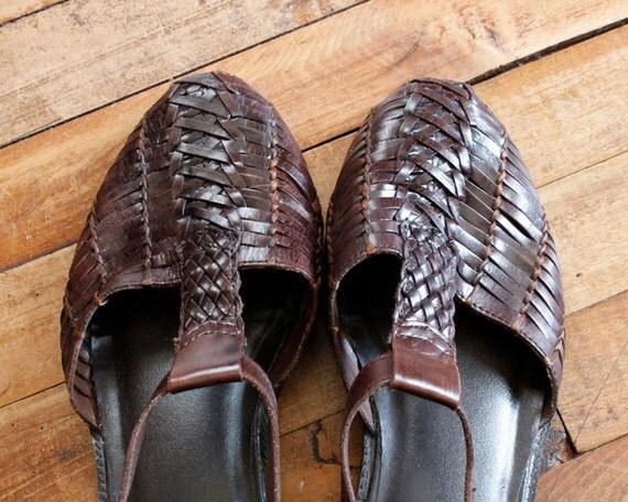 1980s Vintage Dark Brown Huarache Sandals Size 9 Woven Buckle Shoes