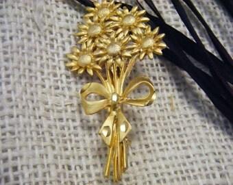 Brooch Vintage FLORAL Goldtone