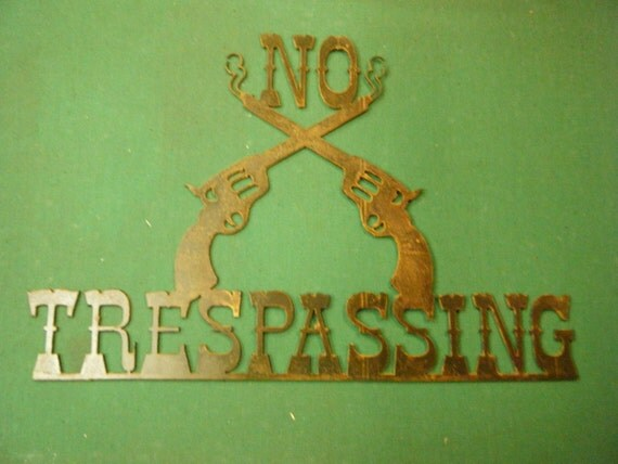 FREE SHIPPING Rusted Rustic Metal No Trespassing with Cross Pistols Sign