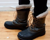 leather Sorel boots - lace up winter boots - Mens size 8-9