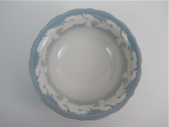 dating syracuse china marks A set of thirteen vintage white plates by syracuse china in the shelledge pattern dating 1949-67 these dinner plates and salad plates have ribbed rims and a central embossed floral design.