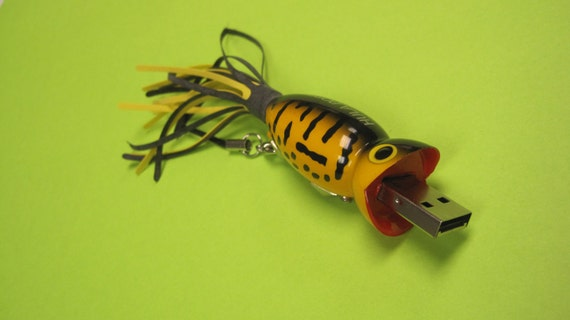 Flash Drive Fishing Lure 16 GB USB Thumb Drive - Yellow Coach Dog Flashy Fish Drive Fisherman Gift