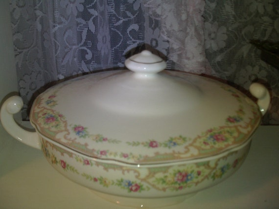 SALE.........Vintage,soup tureen,home decor, shabby chic,victorian,french country decor,cottage decor,serving,kitchen decor