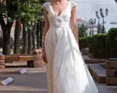 Delightfull  taffeta wedding dress with a deep neckline and fansy sleeves