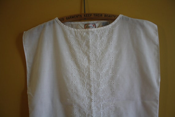 Women's vintage summer white blouse / boho eyelet lace / 1980s boxy square shirt / size medium