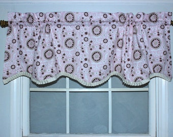 Small Scale Medallion Shaped Valance