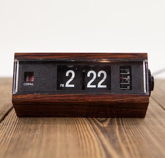 vintage faux wood copal japan flip clock. Black Bedroom Furniture Sets. Home Design Ideas