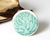 Artichoke turquoise ring - Spring trends: unusual jewelry & mint green