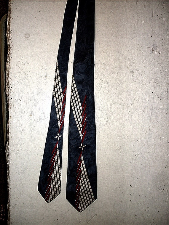 Vintage Rich Luminous Charcoal Grey, Red and Cream Grace This Smashing Mens 100% Silk Wilcrest Necktie