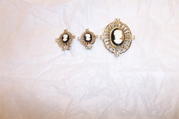 Jewelry Cameo Pendant and Matching Earrings