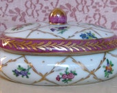 "Dominie's Collection Hand Painted in Glaze  4"" x 2.5"" Porcelain Trinket Box - Made in China"