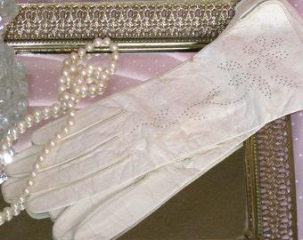 Victorian  Ivory Color Kid Gloves