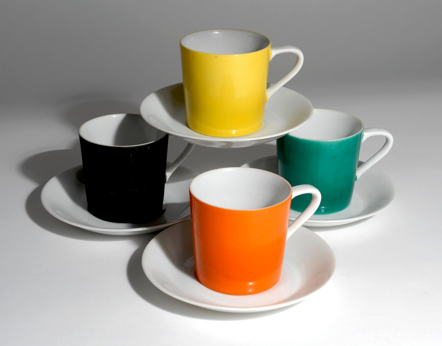 The Bormioli Rocco Easy Bar Cube Espresso Cups and Saucers are a stylish set in a modern shape. Made from tempered glass, each cup and saucer is extremely durable .
