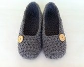 Extra thick , Simply slippers , Adult Crochet Slippers , Women slippers with natural wooden button, house shoes