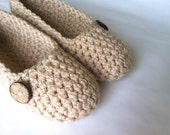 Super Chunky , Simply slippers , Adult Crochet Slippers , Women slippers with natural cocunut shell round button, house shoes