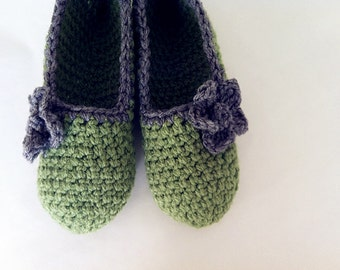 Super Chunky, Simply slippers , Adult Crochet Slippers , crochet flower slippers, house shoes