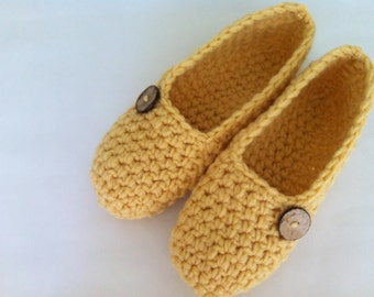 Extra thick, Simply slippers , Adult Crochet Slippers , Women slippers with natural coconut shell round button, house shoes