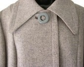 Vintage 1960s gray woolen coat with wing collar and kimono sleeves M/L - VintageHunts