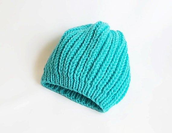 Knitting slouchy gorgeous blue hat... For  winter and autumn...
