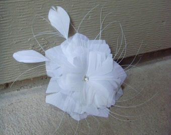 Feather Facinator : Natural White ( Hairclip / Pin ) with Rhinestone & Whiskers, Vintage-Inspired Headpiece