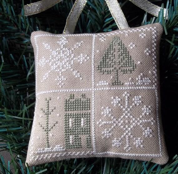 Winter Ornament / Door Hanger