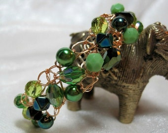 Basic Green Bead Bracelet, handmade beaded wire crochet jewelry, green beadwork bracelet