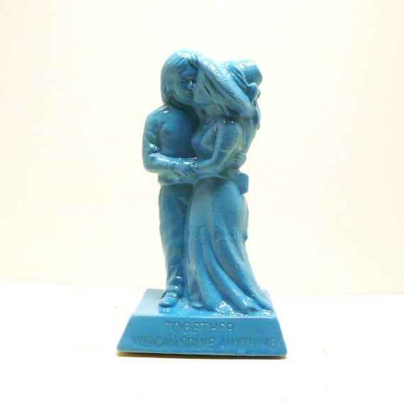 vintage kitsch figurine  //  upcycled in turquoise aqua blue  //  love, couple, marriage, retro  //  home decor, housewares