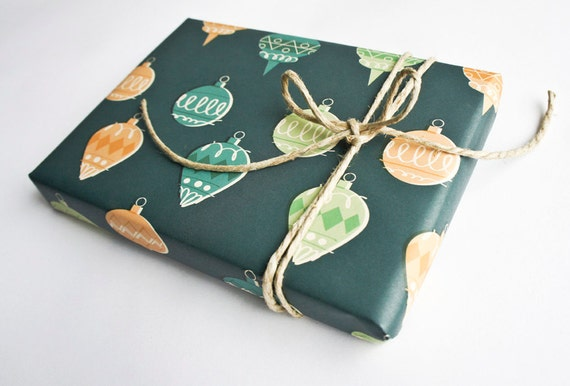 "Eco-friendly Wrapping Paper ""Christmas Balls"" Set of 2"