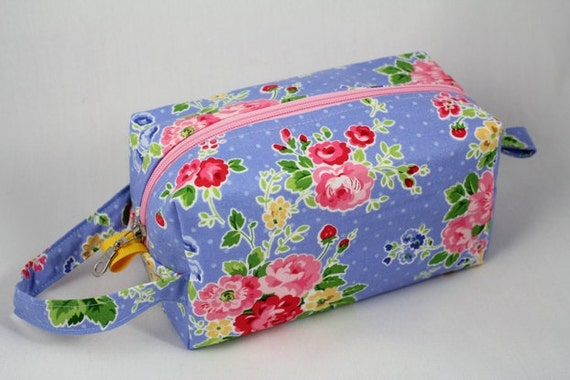 Knitting Boxy pouch, Sock Bag knitting bag or small project pouch. Unique metal zipper pull. Shabby Chic flower print