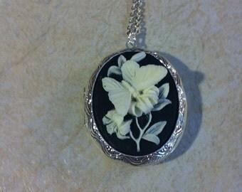 Kawaii Locket Black & White Butterfly Cameo Ladies Silver Filegre art designer Necklace Pendant