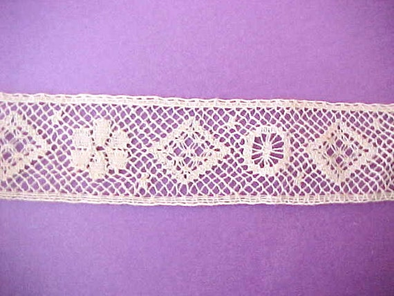 """3 Yards 23"""" of Lovely Ivory Colored Victorian Lace Trim"""