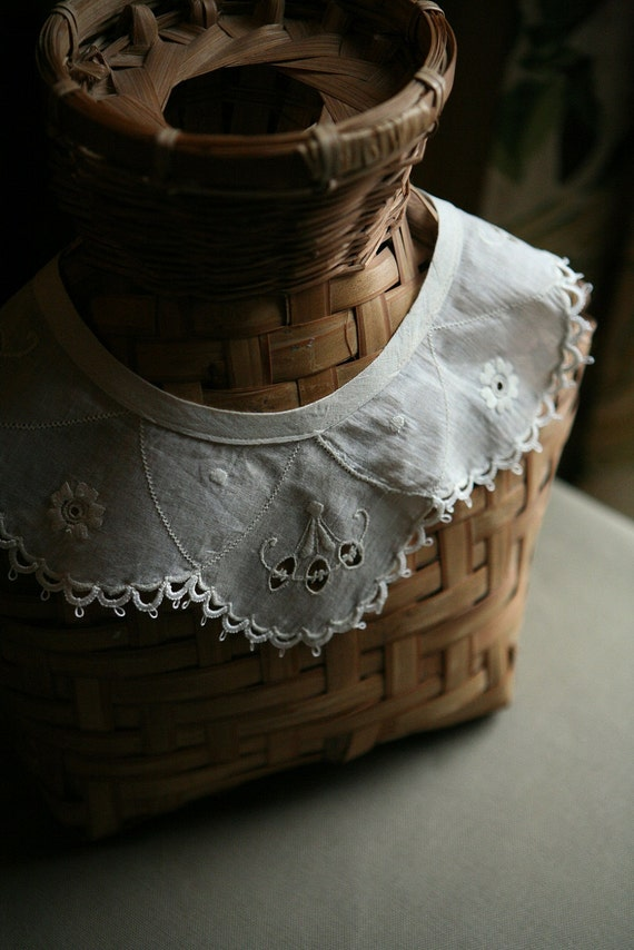 Vintage Collar with Tatted Edging