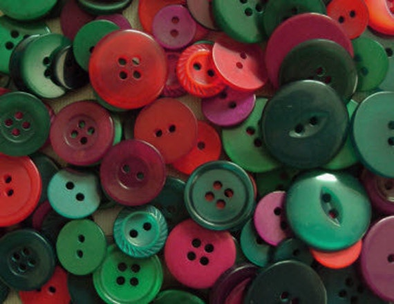 100 Mixed Holiday Buttons - Dark Red, Red and Kelly Green