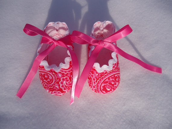 Newborn Baby Girl Shoes Adorable Pink Paisley Size 0-3 months