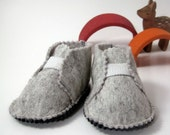 Baby shoes, felt, baby clothes, felted wool, baptism baby shoes, baby boy booties, soft sole baby shoes, Sz. 6 - 12 months